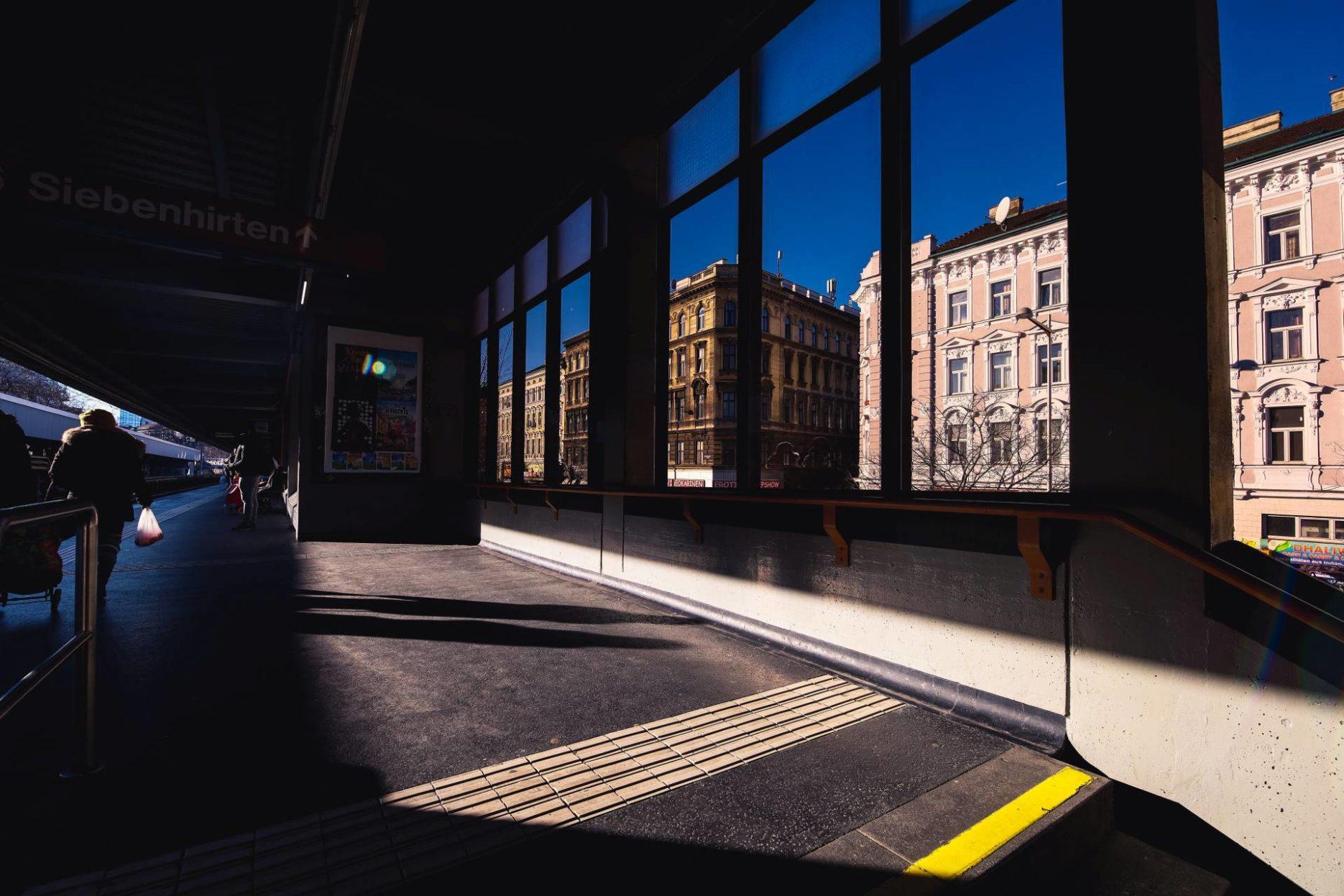 Bilder aufgenommen in Wien während meines ersten Testlaufes mit einen Ultra Weitwinkel Objektiv in der Streetfotografie.